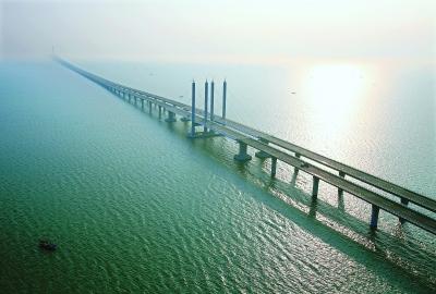 武船参建的青岛海湾大桥